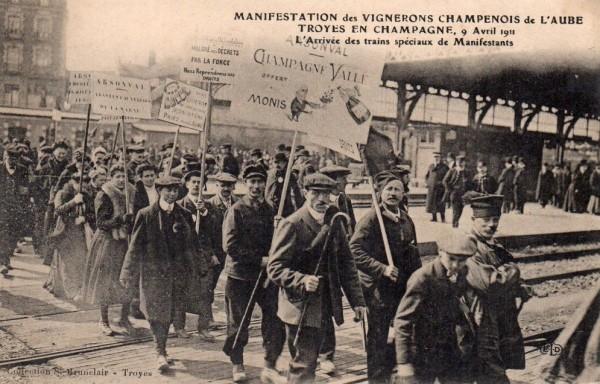 Manifestation de vignerons à Troyes (Champagne)