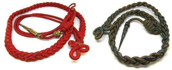 Deux fourragères aux couleurs de la Légion d'Honneur et aux couleurs de la Croix de Guerre