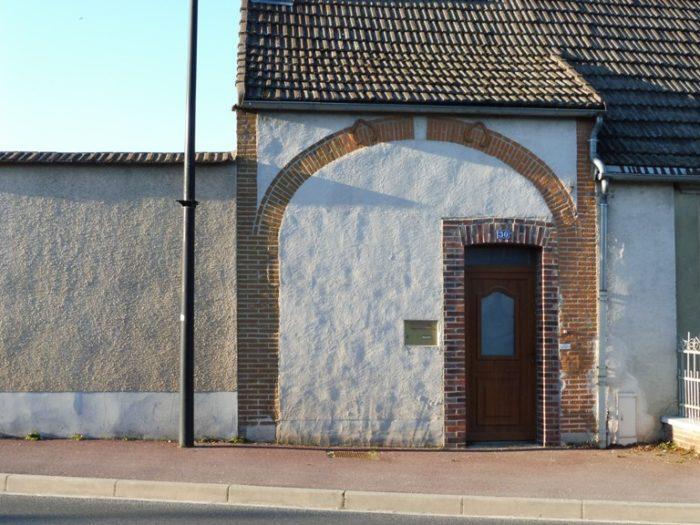 Porte cochère transformée en porte ordinaire (Montmort-Lucy, Marne)