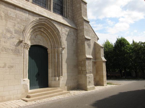 Entrée principale de l'église de Vertus