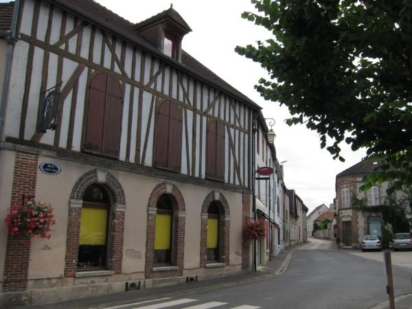 Maisons en face de l'Hôtel de Ville de Vertus