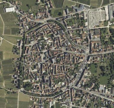 La ville de Vertus et ses anciens remparts vus du ciel (source : Géoportail IGN)