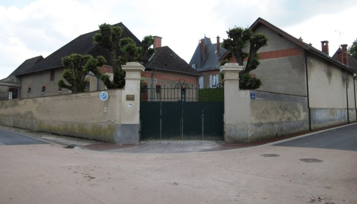 L'entrée du château de Tauxières